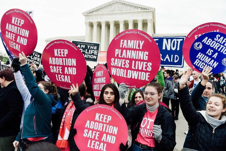 Un raport al SUA a catalogat activismul pro-viață și cel pro-avort ca fiind o amenințare extremistă de violență domestică