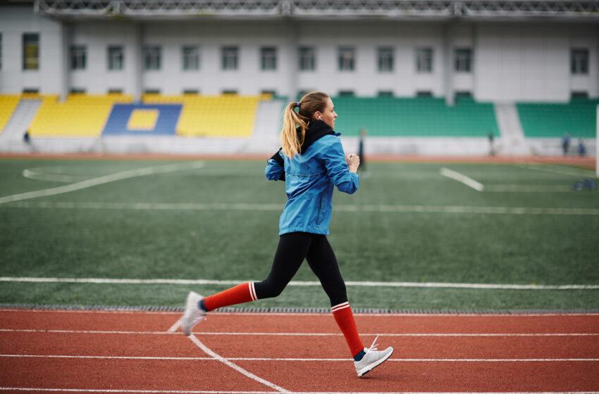 """Femeile atlete care au pierdut competiții în fața bărbaților care se identifică ca femei luptă pentru """"fairplay"""""""