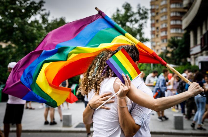 Comisia pentru Bursă și Valori Mobiliare din Statele Unite (SEC) aprobă măsuri LGBT pentru companiile cotate la bursă.